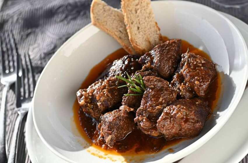 Cinghiale alla sarda con pane dorato la ricetta facile e gustosa