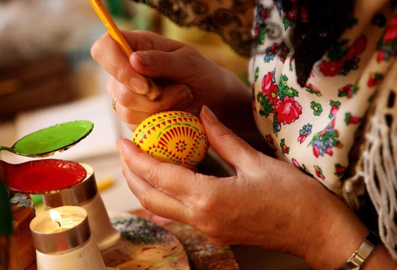 colorare le uova di Pasqua 1 800x544 - Come colorare le uova di Pasqua