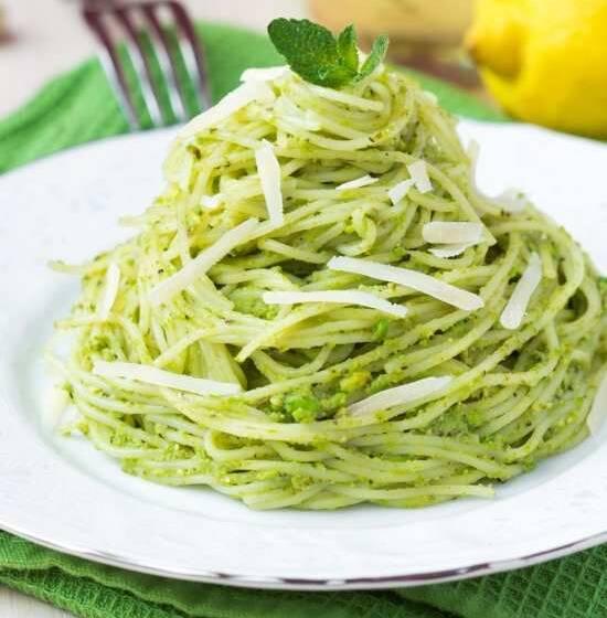 Pasta Pinoli acciughe e olive: ricette pronte in dieci minuti