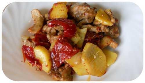 Ricette di maiale: carne con patate e peperoni sott'aceto