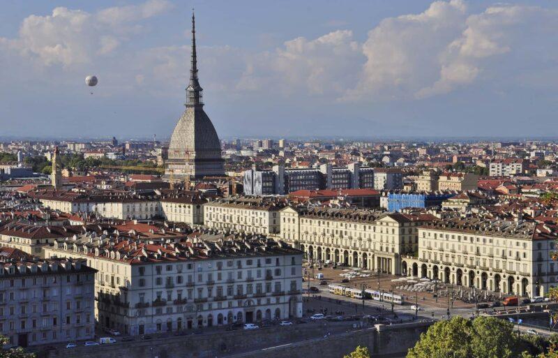 torino panorama 800x513 - Turismo a Torino, perché scegliere questa città? Dove pernottare?