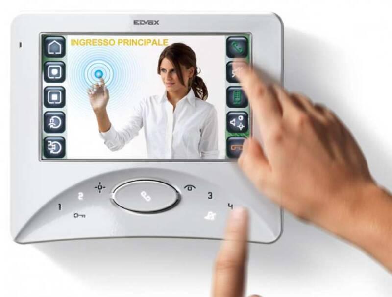 videocitofono elvox 2 fili monitor 800x607 - L'evoluzione della Tecnologia nei Videocitofoni e Citofoni