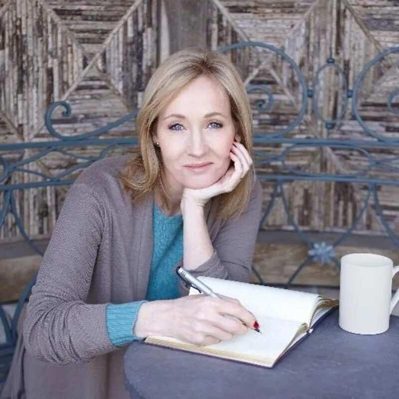 "j k rowling lincantatrice 450 milioni lettori marina lenti 1 800x800 - ""J.K. Rowling: L'incantatrice di 450 milioni di lettori"" di Marina Lenti"