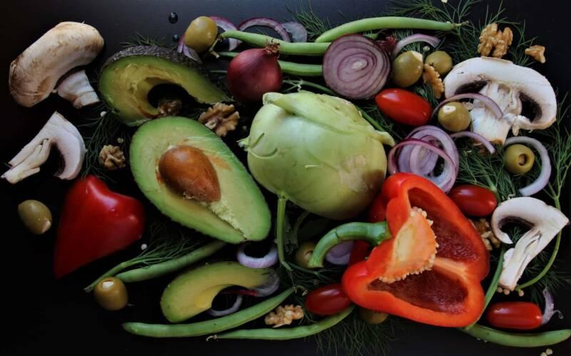 avocado un frutto ricco di vantaggi 800x500 - Avocado: 10 motivi per mangiarlo più spesso