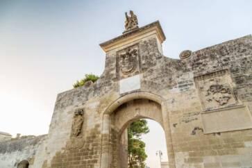 porta di ingresso borgo acaya