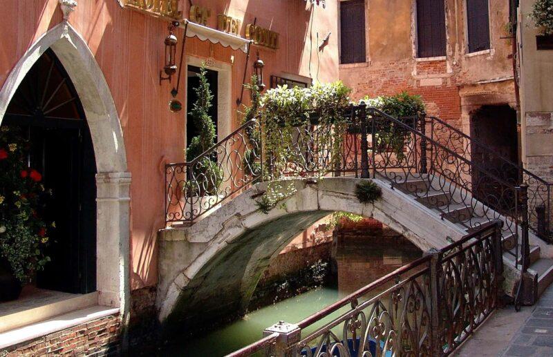 cosa vedere a venezia 1 800x517 - Cosa vedere a Venezia - canali e poesia sull'acqua