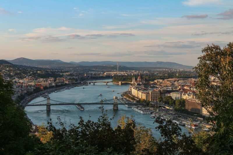 szechenyi chain bridge budapest 800x533 - Cosa fare a Budapest?