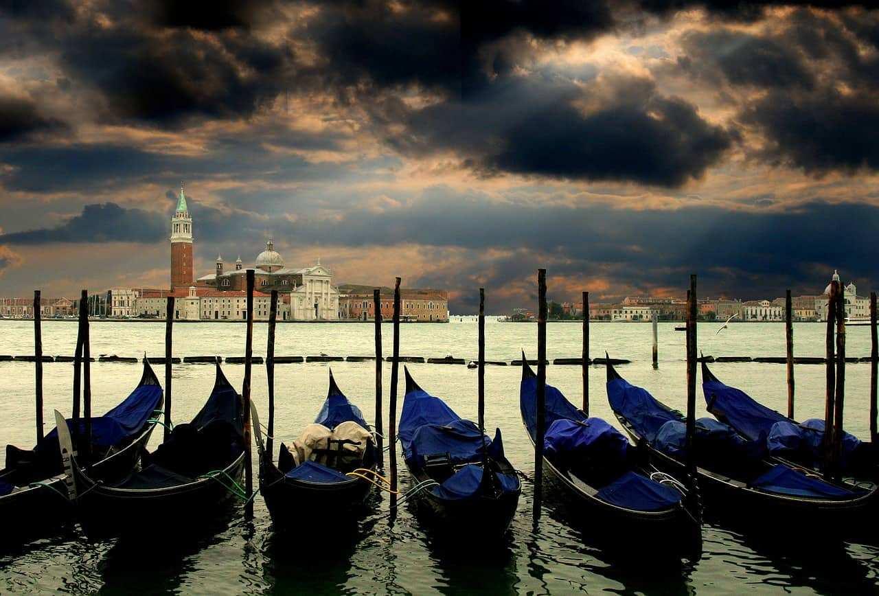 Venezia laguna e gondole