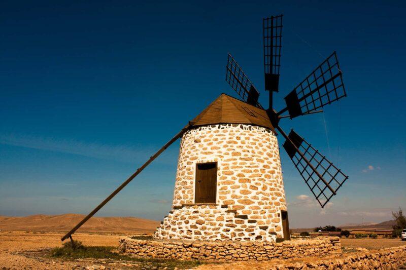 Fuerteventura 800x533 - Spagna al top del turismo in Europa