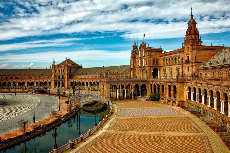 plaza espana 800x533 - Spagna al top del turismo in Europa
