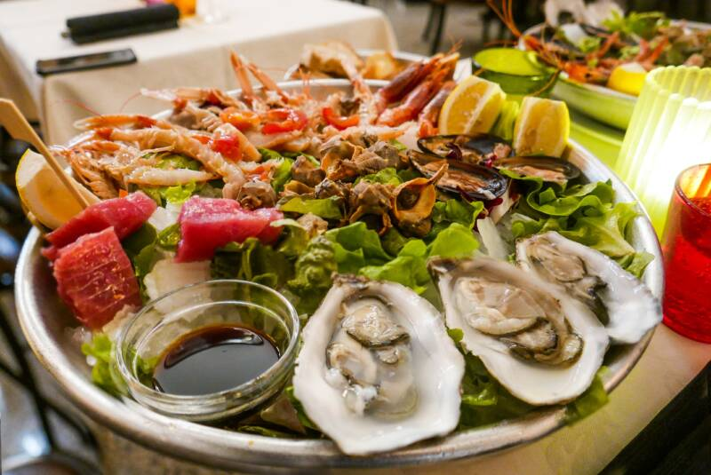 crudo di mare ostriche 800x535 - Cruditè di mare, pesce crudo una fonte di benefici e sana abitudine alimentare