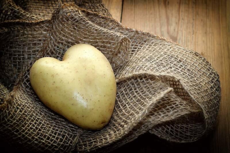 rimedi naturali con le patate 800x533 - Patate, usarle come rimedi naturali per la bellezza e la salute
