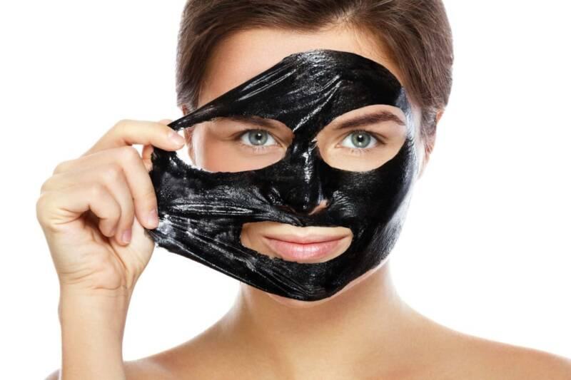 Black Mask viso 1 800x533 - Black mask: cos'è, perché usarla, come si usa, come farla in casa