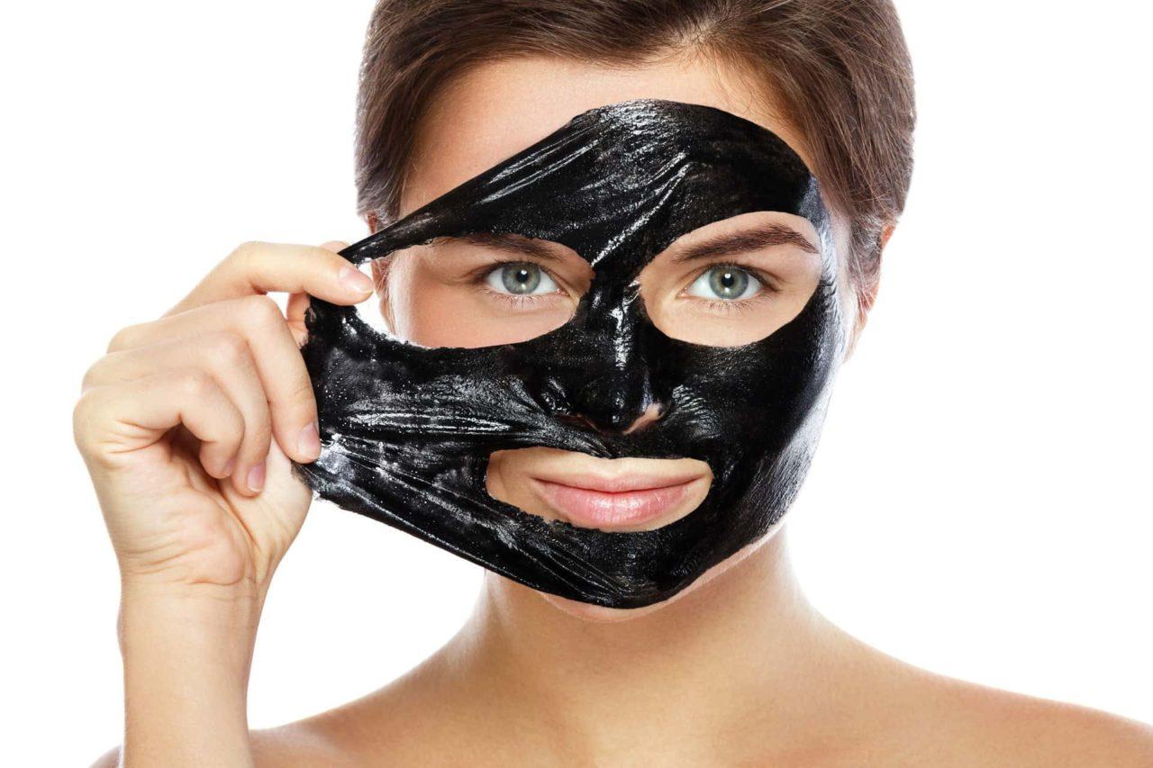 Black Mask viso 1 - Black mask: cos'è, perché usarla, come si usa, come farla in casa