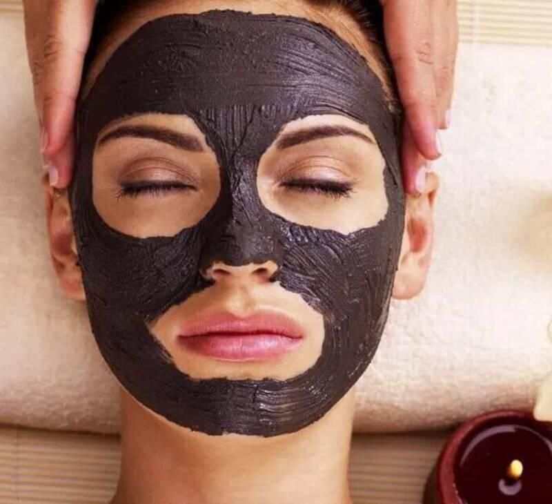 black mask 800x730 - Black mask: cos'è, perché usarla, come si usa, come farla in casa