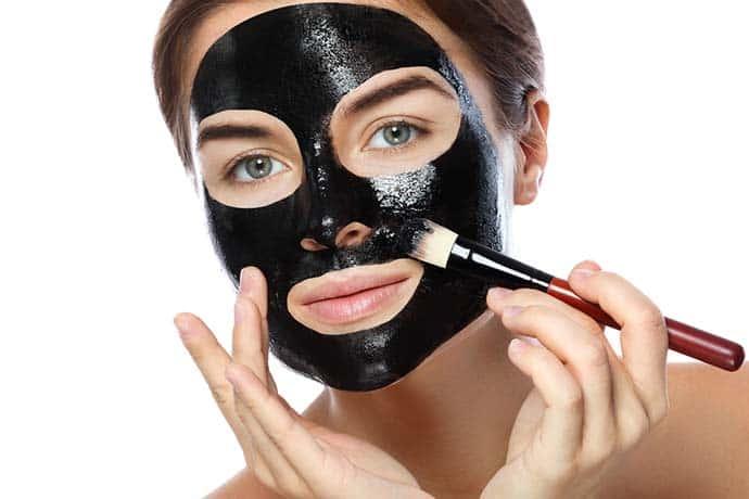 black mask - Black mask: cos'è, perché usarla, come si usa, come farla in casa