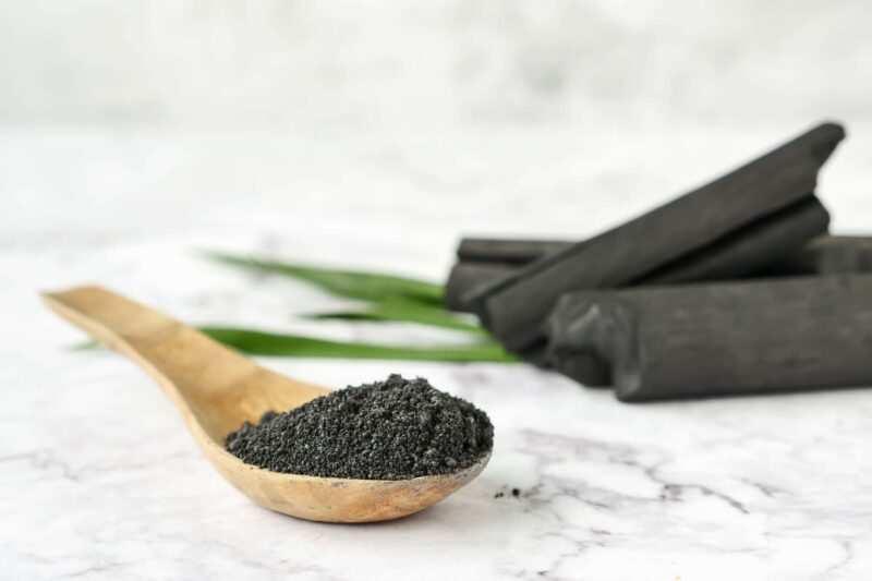 carbone attivo vegetale 800x533 - Black mask cos'è, perché usarla, come si usa, come farla in casa