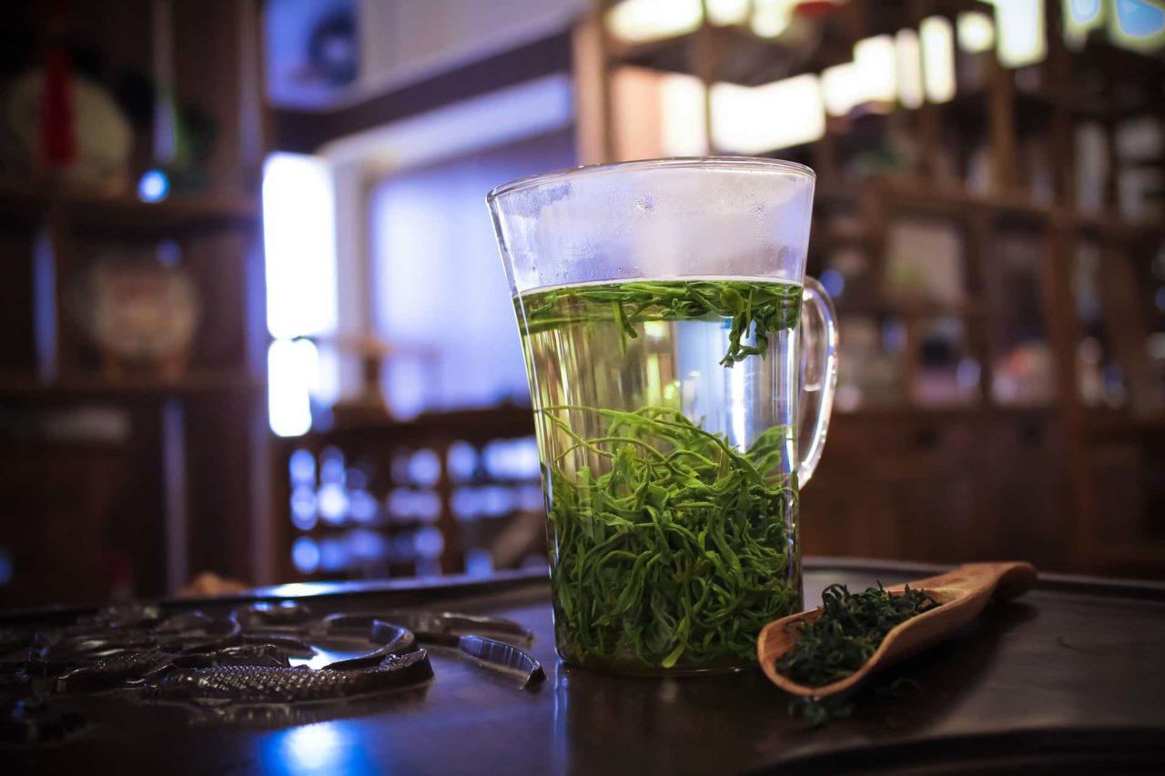 Tè verde bicchiere scaled - Tè verde  la bevanda più bevuta dai giapponesi