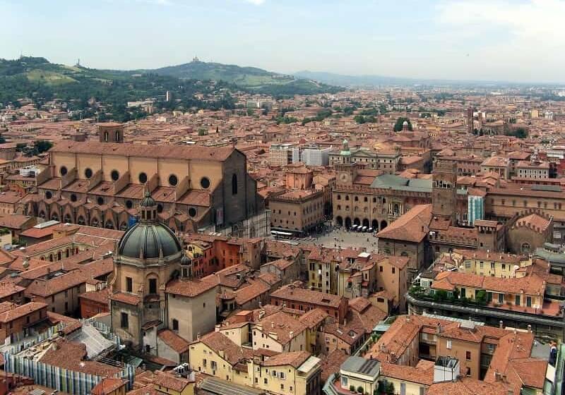 """Bologna """"la Grassa"""": cosa e dove mangiare in città"""