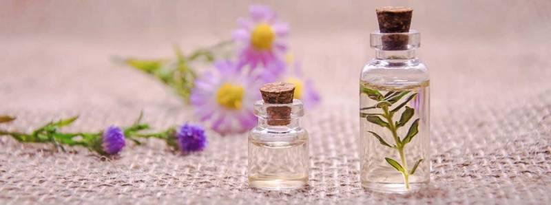 Oli essenziali essential oils 800x298 - Detersivi fai da te naturali: prodotti efficaci ed economici, pensando allo spreco