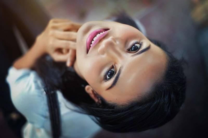 viso di donna 800x532 - Donna single e buoni motivi per restarci