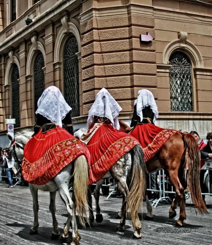 Issohadores carnevale sardegna 693x800 - Carnevale in Sardegna: alla scoperta delle maschere e delle tradizioni (Video)