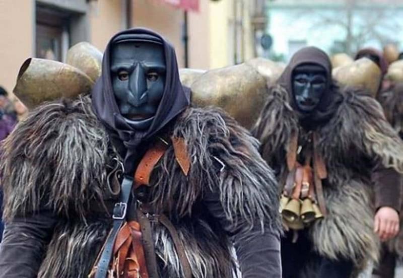 Mamuthones 800x552 - Carnevale in Sardegna: alla scoperta delle maschere e delle tradizioni (Video)