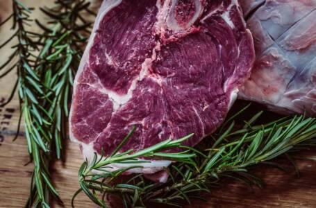 Bistecche di carne: come e perché inquinano più della plastica