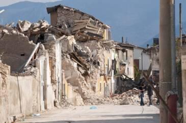 terremoto cose da fare le regole doro per salvarsi la vita 365x242 - terremoto-cose-da-fare-le-regole-doro-per-salvarsi-la-vita