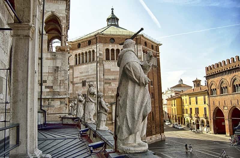Cremona vista piazza - Lombardia e Cremona: contributi a favore degli affitti