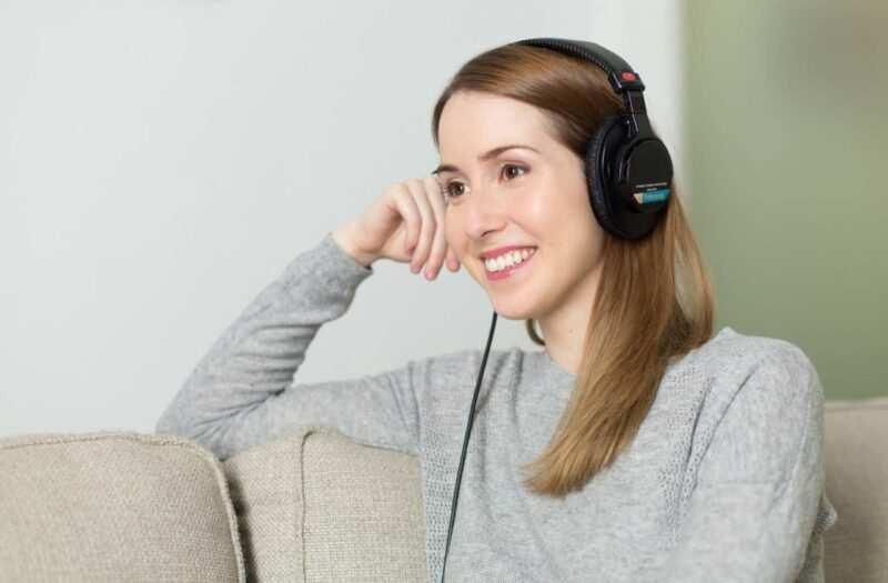 ascoltare audiolibri coronavirus scaled 800x525 - Il muro invisibile di Harry Bernstein un romanzo autobiografico (audiolibro)