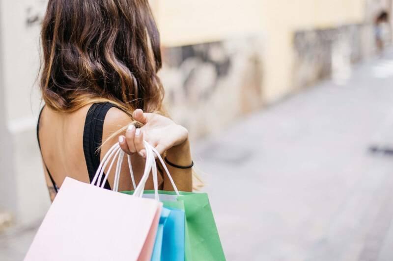 donna consumismo shopping 800x533 - Coronavirus covid-19, cosa impareremo dalla quarantena