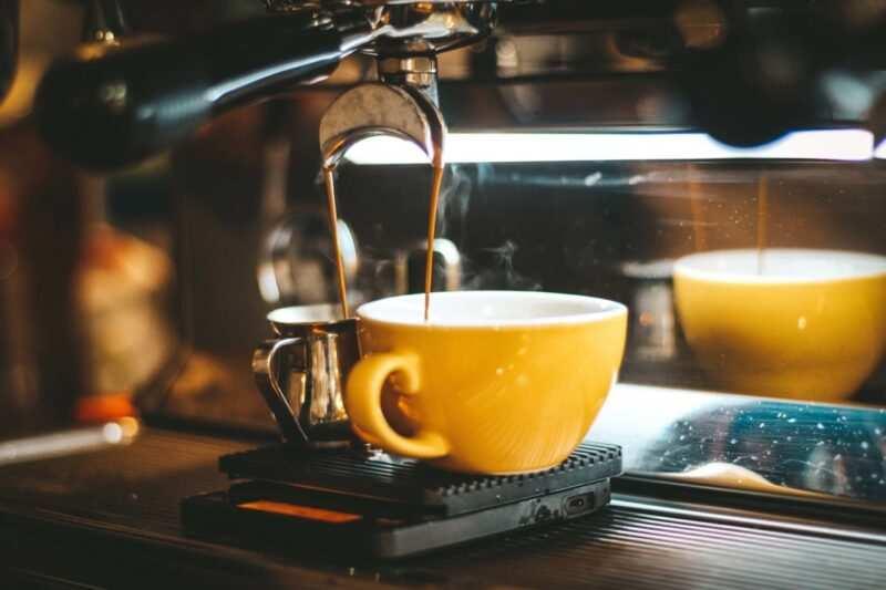 macchina per casa caffè espresso scaled 800x533 - Curiosità sul caffè: tutto quello che non sai
