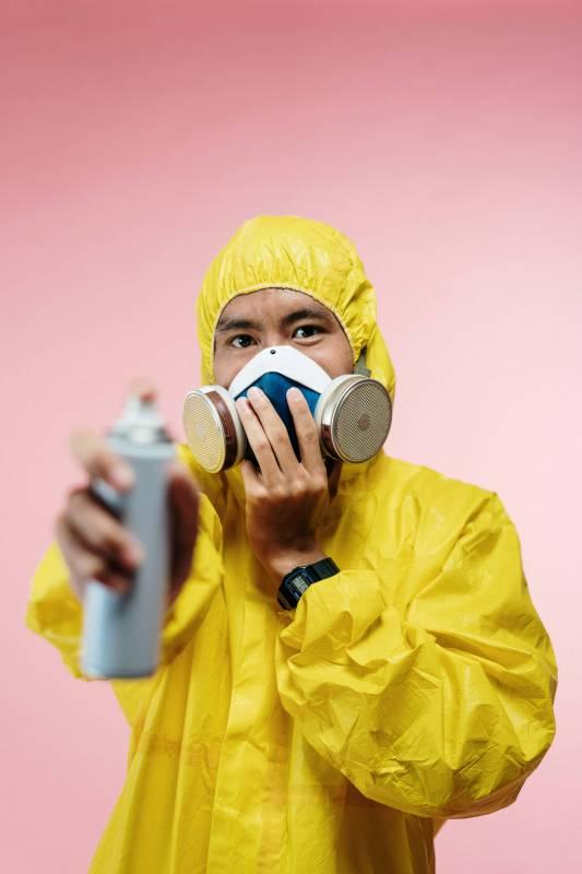 Disinfezione Sanificazione Ambiente operatore 533x800 - Come sanificare l'ambiente durante il coronavirus