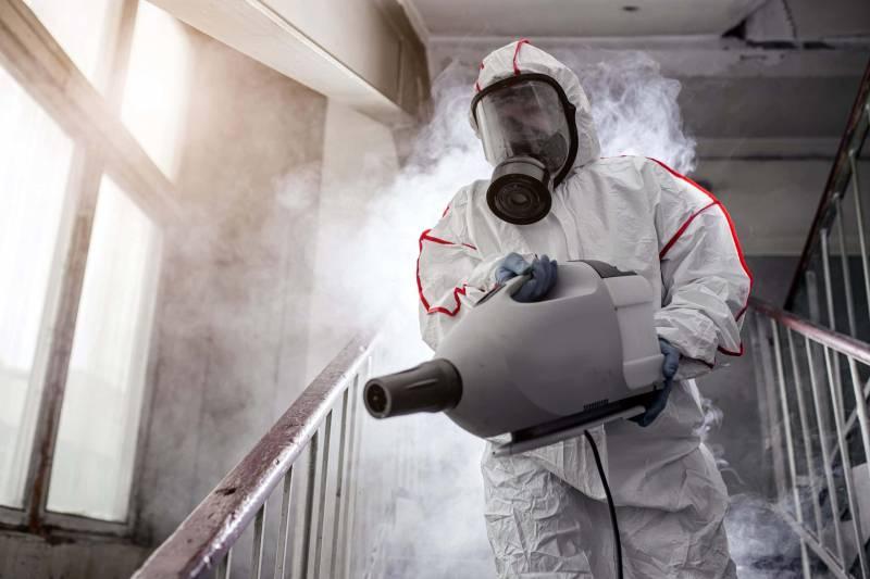 Disinfezione Sanificazione Ambiente operatore alcool 800x533 - Come sanificare l'ambiente durante il coronavirus