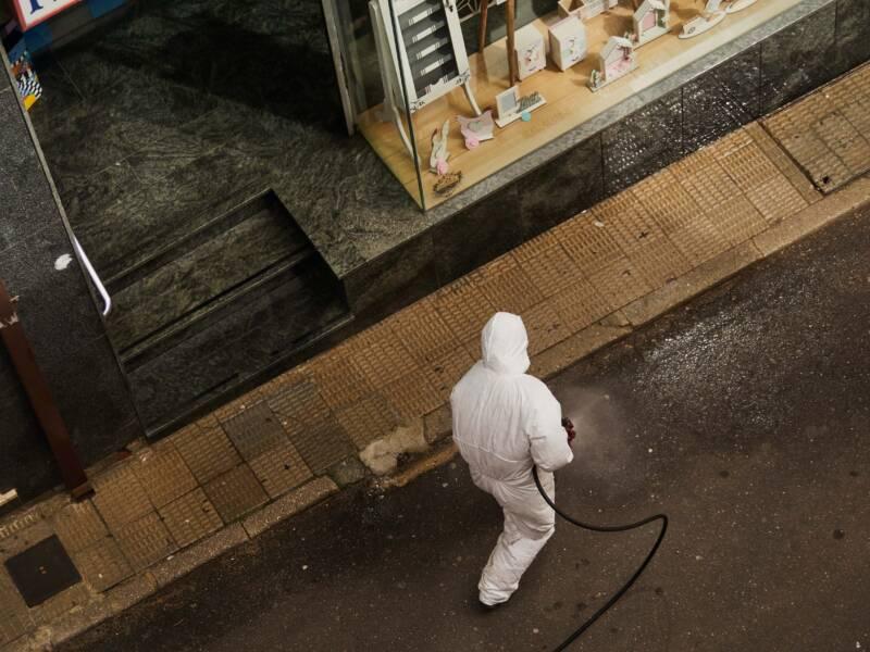 Disinfezione Sanificazione Ambiente operatore strada 800x600 - Come sanificare l'ambiente durante il coronavirus
