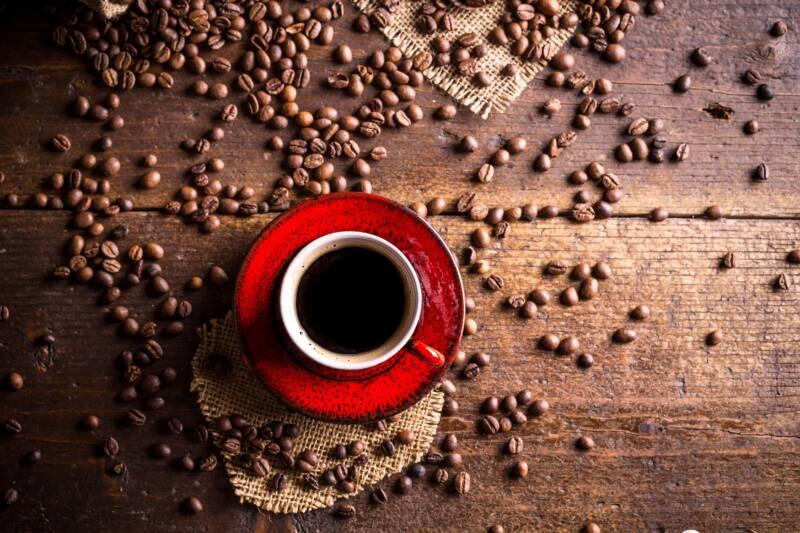 caffè napoletano in tazza 800x533 - Caffè e Covid: come sono cambiati il mercato e le abitudini dei consumatori