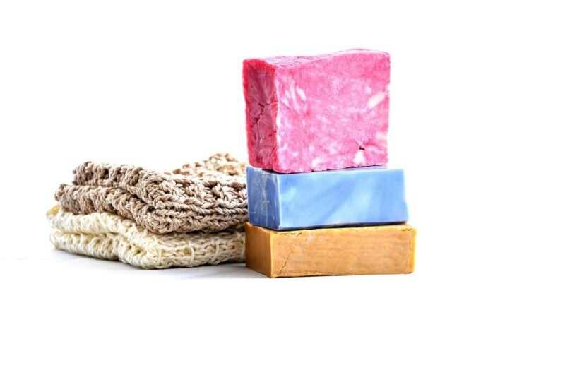 sapone fai da te naturali 800x531 - Detersivi fai da te naturali: prodotti efficaci ed economici, pensando allo spreco