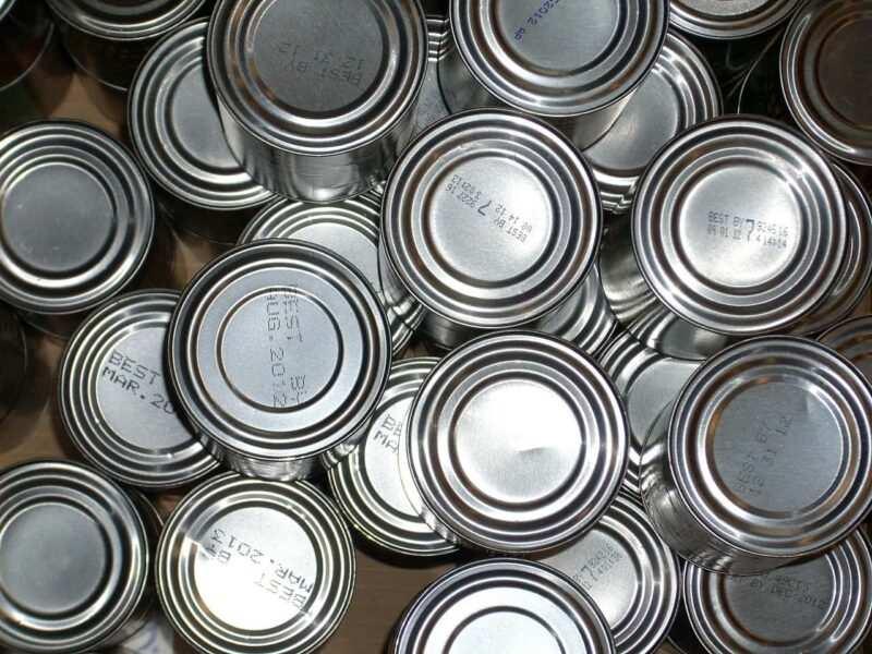 prepper rifornimenti in scatola 800x600 - Prepper: chi sono gli esperti del survivalismo
