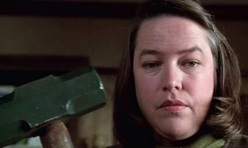 Kathy Bates annie wilkes misery e1592821681796 800x476 - Misery di Stephen King, l'incubo di ogni scrittore (recensione)