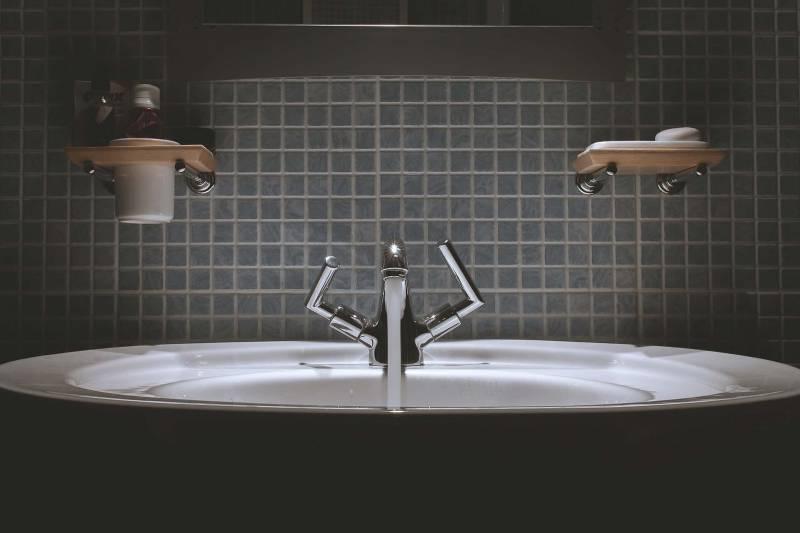 le piastrelle del bagno 800x533 - Idee per riuscire ad arredare il bagno di casa nostra
