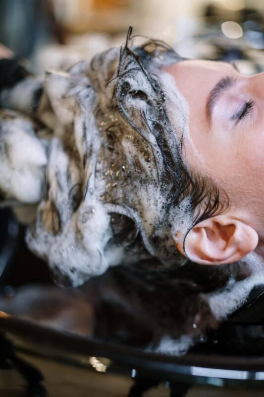 Cowash hair shampoo 533x800 - Cowash: come si fa a lavare i capelli senza shampoo (video)