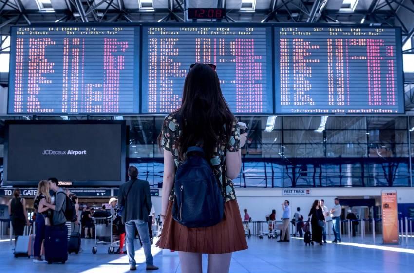 Donne che viaggiano da sole: come superare la paura