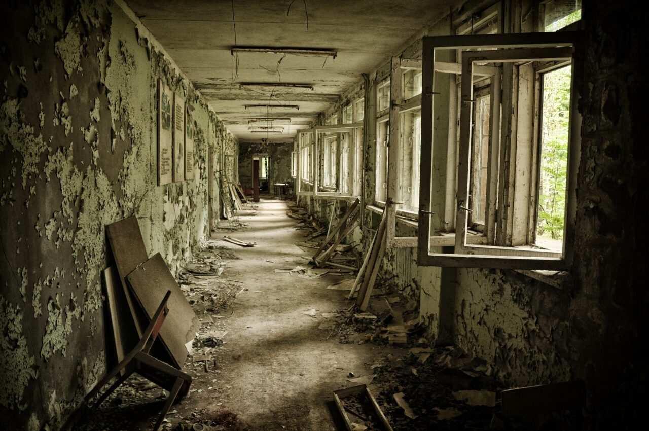 pripyat scuola abbandonata scaled - Chernobyl come è oggi e Pripyat, la città fantasma - turismo nucleare