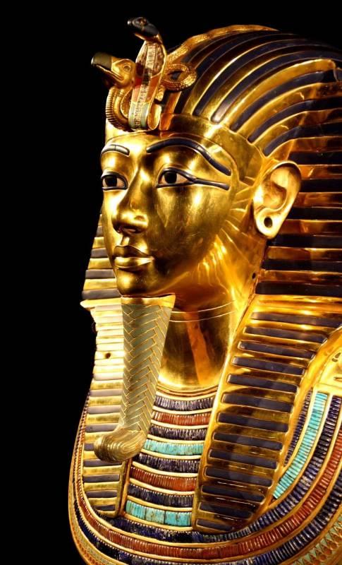 tutankhamun maschera di morte 485x800 - 98 anni fa la scoperta della Tomba di Tutankhamon