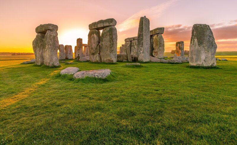 Stonehenge 800x490 - I luoghi più misteriosi del mondo - 10 curiosità per le vacanze