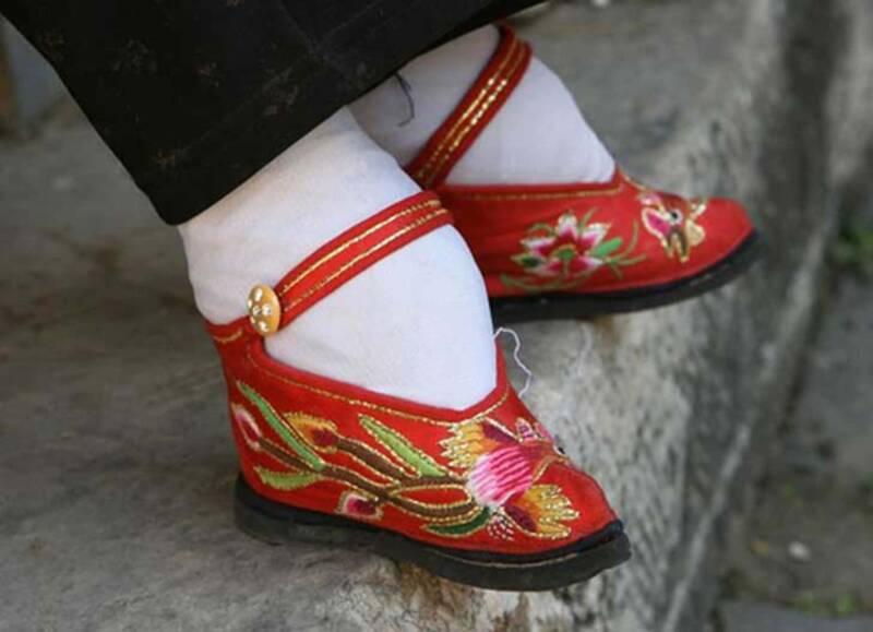 loto doro donne dai piedi piccoli uninquietante tradizione cinese 800x579 - Loto d'oro, le donne dai piedi piccoli, un'inquietante tradizione cinese