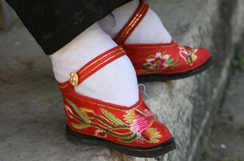 Loto d'oro, le donne dai piedi piccoli, un'inquietante tradizione cinese