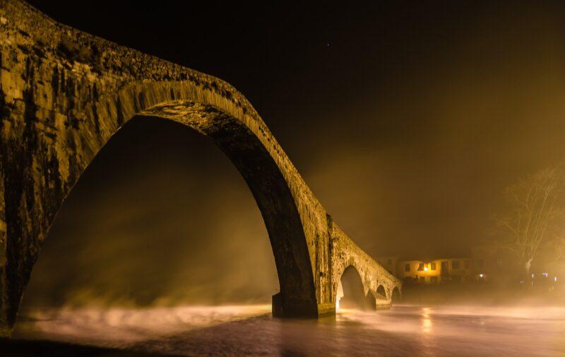 ponte del diavolo lucca 800x505 - I luoghi più misteriosi del mondo - 10 curiosità per le vacanze