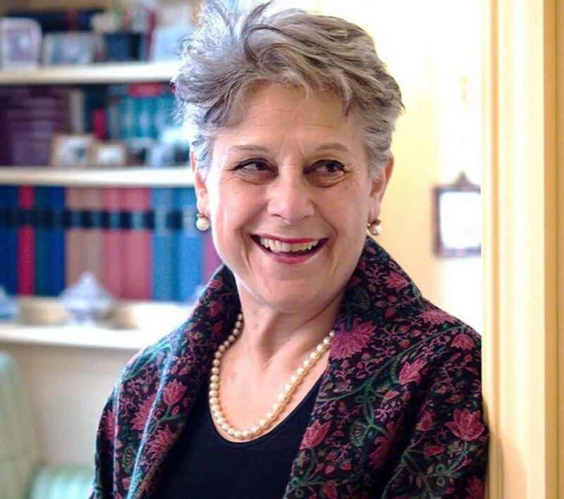 simonetta agnello hornby scrittrice 800x709 - Chi è Simonetta Agnello Hornby: una vita tra libri e ricette